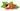 Nahaufnahme einer geschlossenen und geoeffneten Guaranafrucht mit Samen auf weißem Hintergrund